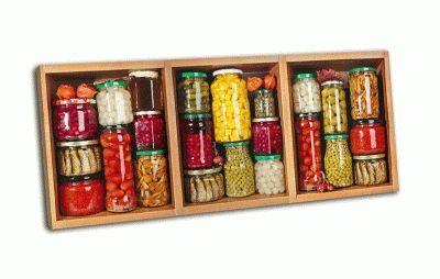 Картина бутылки с сохранившимися продуктами
