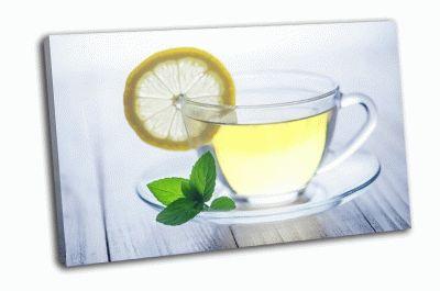 Картина чай с лимоном на деревянном столе