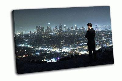 Картина человек смотрит на ночной город