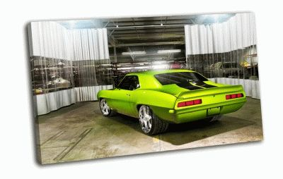 Картина chevrolet camaro в гараже