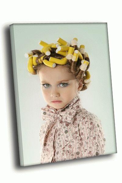 Картина девочка с желтыми бигуди