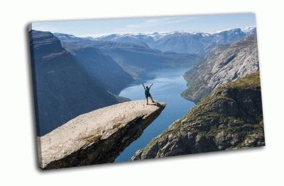 Картина девушка с рюкзаком, норвегия