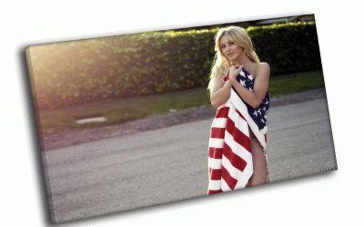 Картина девушка, завернутая в американский флаг
