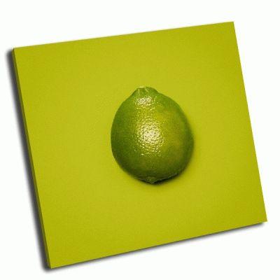 Картина фрукт лайм на зеленом фоне