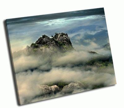 Картина горная вершина в тумане