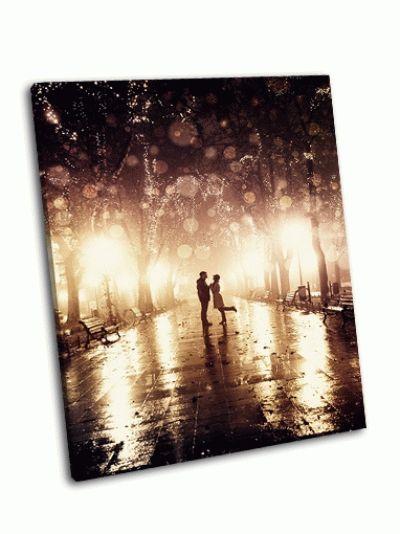 Картина идущая пара ночью по аллее