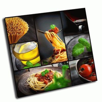 Картина коллаж-паста с томатным соусом и оливками