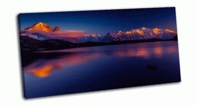 Картина отражение в озере горы монблан