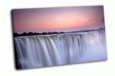 Картина падения воды, утренний свет