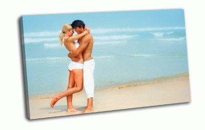 Картина пара на пляже