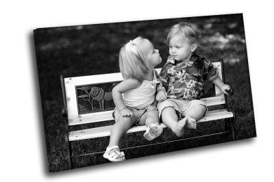 Картина парочка малых на скамейке