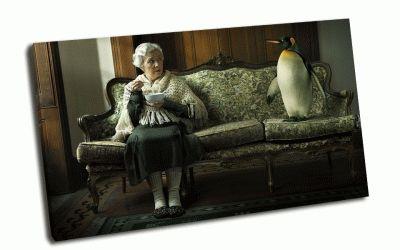 Картина пингвин и бабуля на диване
