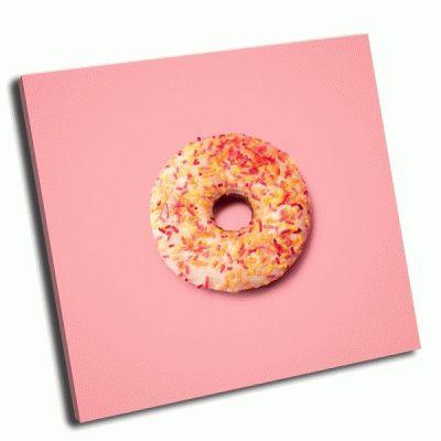 Картина пончик на розовом фоне