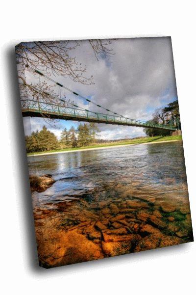 Картина прозрачная река под подвесным мостом