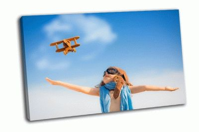 Картина ребенок с игрушкой самолет