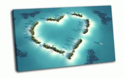 Картина сердце из островов в океане
