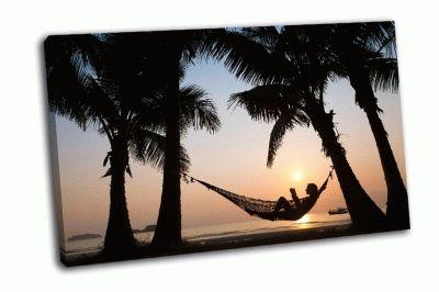 Картина силуэт женщины в гамаке на пляже