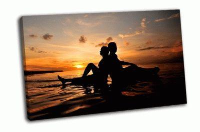 Картина силуэт молодой романтичной пары