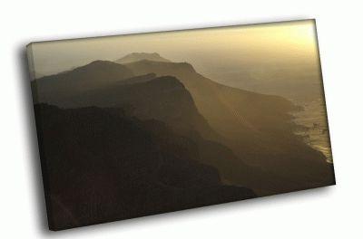 Картина скалистый берег в тумане