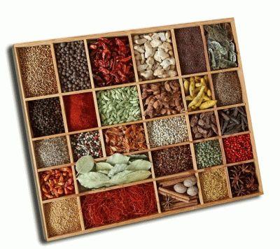 Картина специи в деревянной коробке