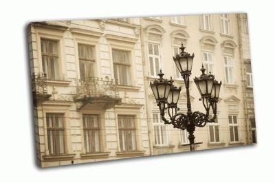 Картина уличный фонарь в историческом городе