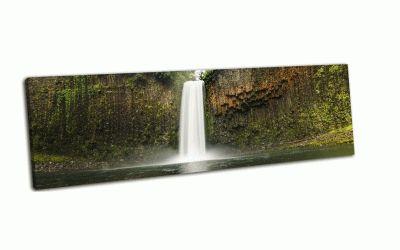 Картина водопад в тропических лесах орегона
