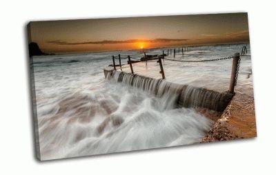 Картина волны на пирсе