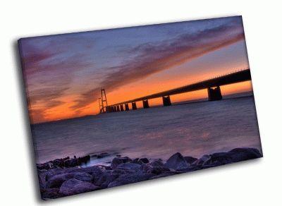 Картина закат над мостом