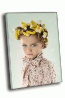 Девочка с желтыми бигуди