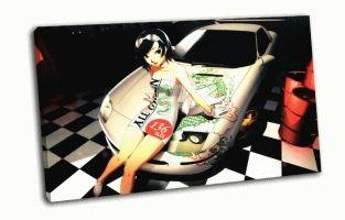 Девушка позирует на машине