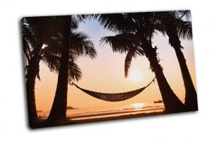 Гамак и пальмы на пляже