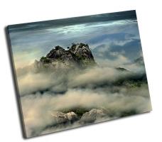 Горная вершина в тумане