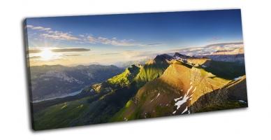 Горы в Швейцарских Альпах на закате