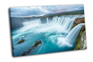 Исландский водопад Годафосс