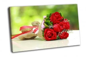 Красивый букет из ярко-красных цветов