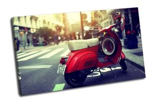 Красный мотороллер. Веспа