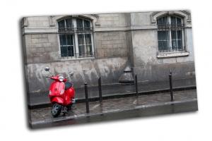 Красный скутер в Париже