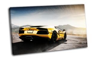 Lamborghini Aventador на фоне гор