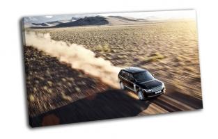 Land Rover на скорости в пустыне