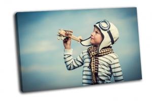 Мальчик с деревянным самолетом