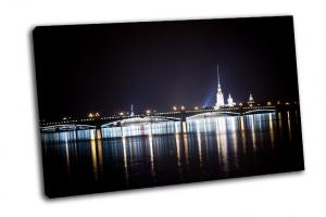 Ночной вид на Петропавловскую крепость
