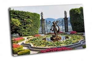 Великолепный парк с фонтанами