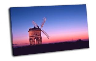 Ветряная мельница в поле