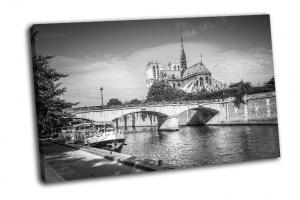 Вид на Сену и Нотр-Дам в Париже