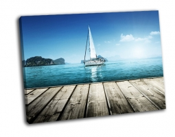 Яхты и деревянные платформы