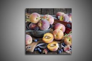 Персики, черника, ежевика