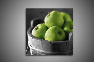 Ведро зеленых яблок